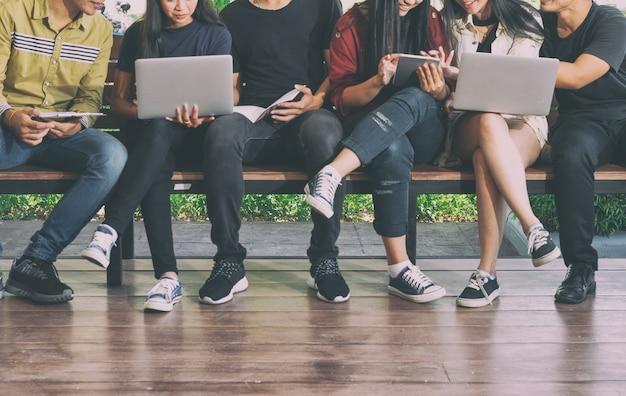 Studenten onderwijs sociale media laptop tablet