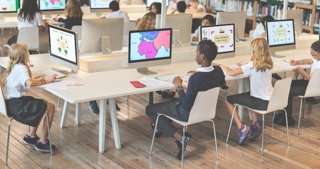 Studie studeren leren leren klaslokaal internet concept