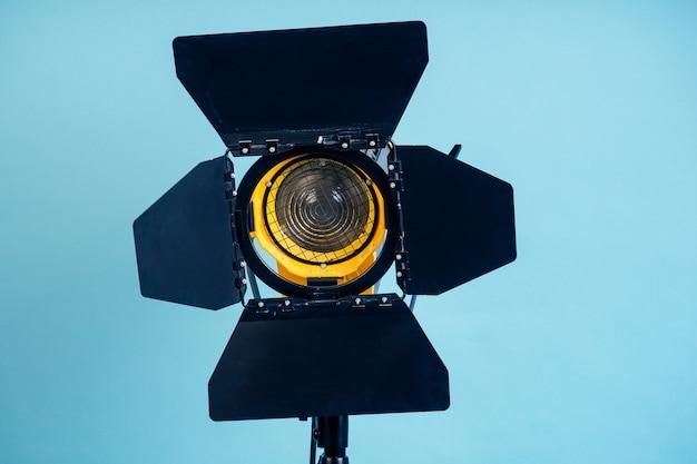 Studio lichte close-up op een blauwe achtergrond