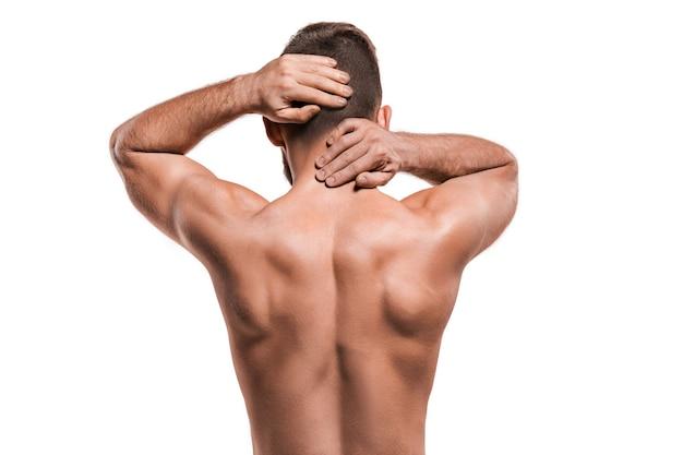 Studio-opname van sportman met pijn in nek