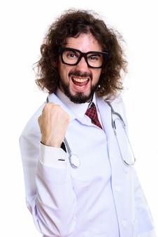 Studio shot van gelukkig man arts glimlachend en gemotiveerd kijken