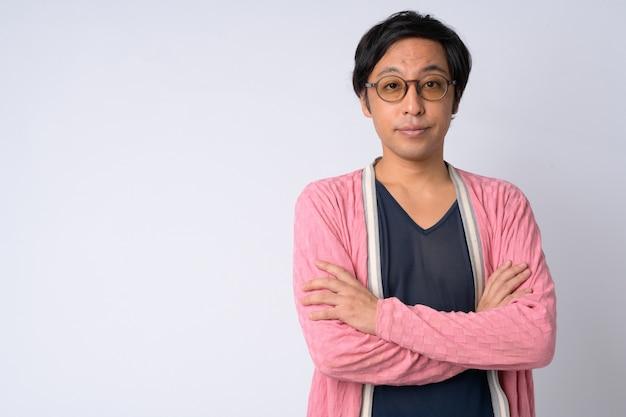 Studio shot van japanse man tegen witte achtergrond