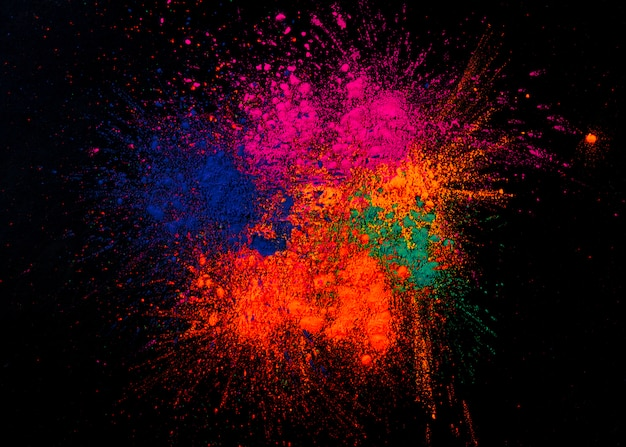 Studio shot van kleurrijke festivalkleuren