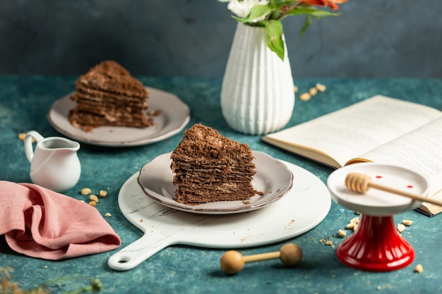 Stuk taart op het bord