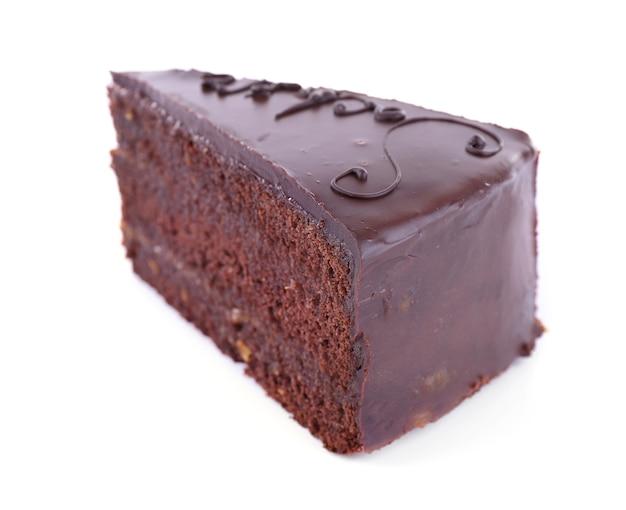 Stuk van chocoladetaart op wit wordt geïsoleerd dat