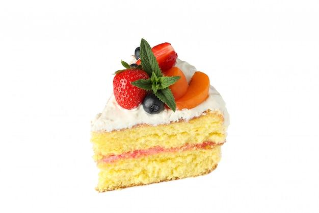 Stuk van de cake van de bessenroom op witte achtergrond wordt geïsoleerd die