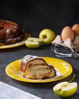 Stukje appeltaart op een bord, bakkerij