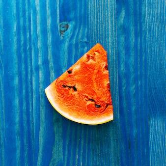Stukje watermeloen. frisse tropische ideeën. creatieve kunst