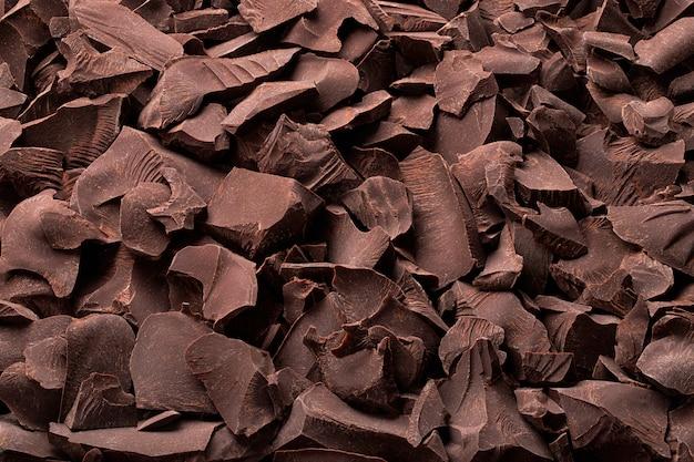 Stukjes biologische chocolade, zoet dessertvoedsel
