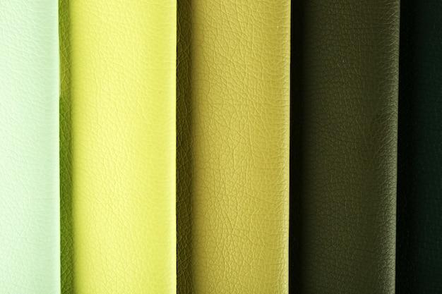 Stukjes gekleurd weefsel close-up
