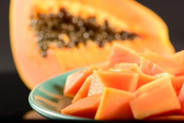 Stukjes papaja in schotel