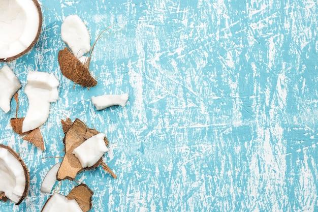 Stukken kokosnoot met exemplaarruimte