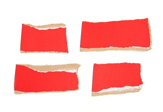 Stukken rood gescheurd papier, gescheurd