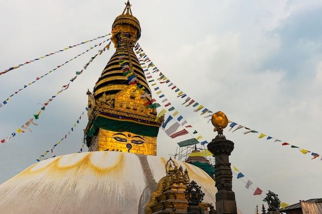 Stupa in swayambhunath-aaptempel in katmandu, nepal