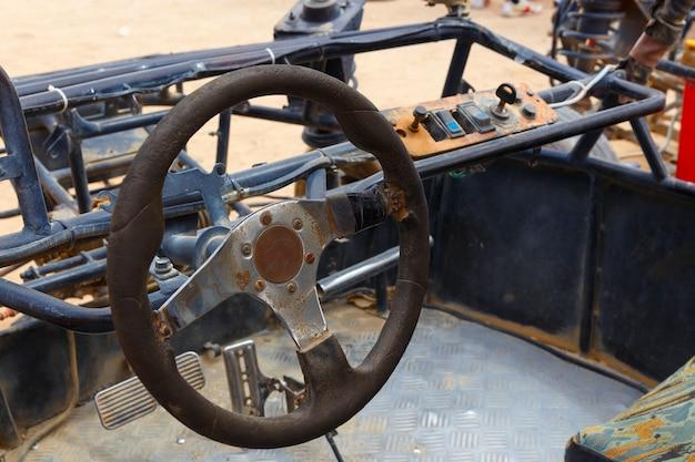 Stuurwiel en bestuurdersstoel