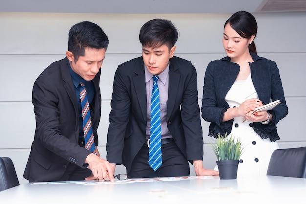 Succesvol zakelijk en doelconcept. werken met team en persoonlijke ontwikkeling.