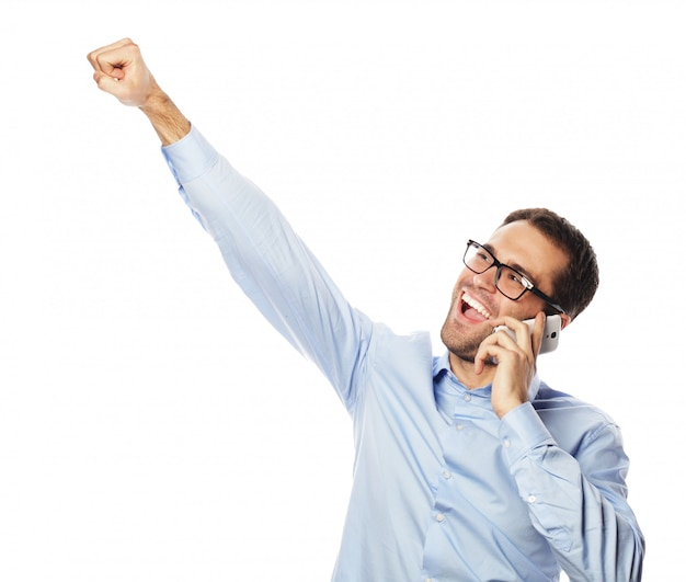 Succesvolle gebaren zakenman met mobiel