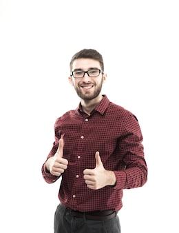 Succesvolle manager maakt twee handgebaar duim omhoog op witte achtergrond.