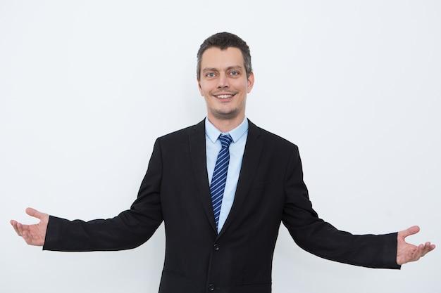 Succesvolle mannelijke leider uitstrekkende armen