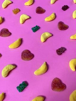 Suiker snoep patroon op roze achtergrond