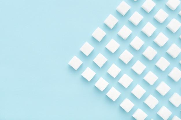 Suikerklontjes geometrie patroon op lichtblauw.