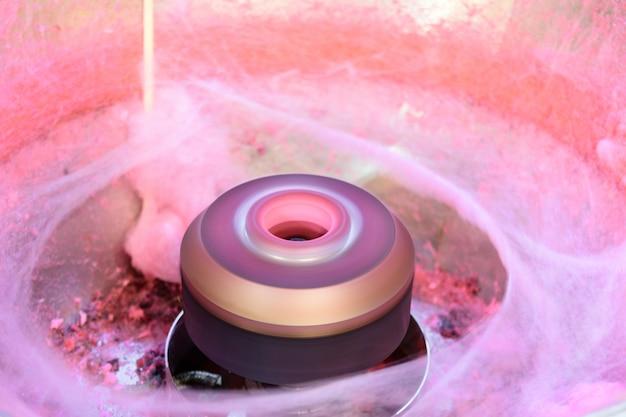Suikerspinmachine in een kermis