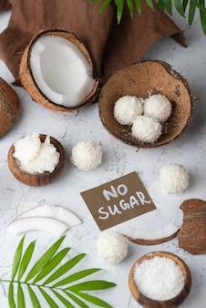 Suikervrij snoep met kokos bovenaanzicht