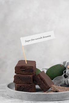 Suikervrije avocado-brownies met hoge hoek