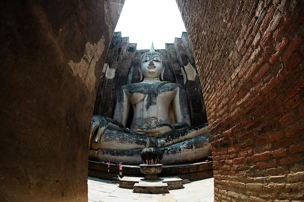 Sukhothai historisch park si chum-tempel van thailand