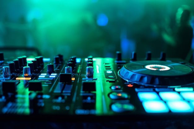 Supervisors en regulators muziek mixer dj om muziek te spelen