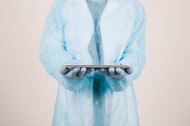 Surgeon met een tablet