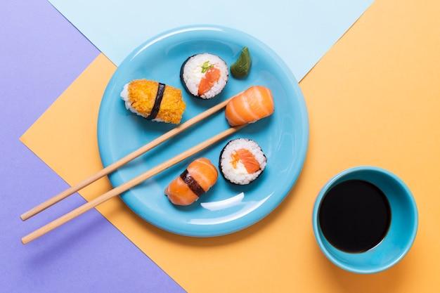 Sushi klaar om te worden geserveerd