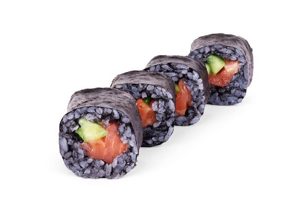 Sushi met zwarte rijst op een witte achtergrond