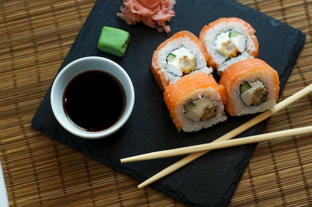Sushi op een restaurant tafel