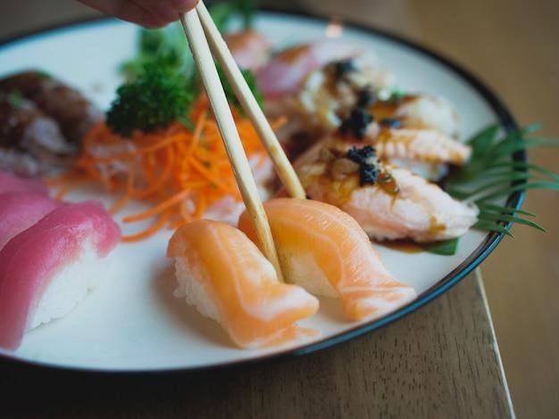 Sushi op het gerecht, japans eten