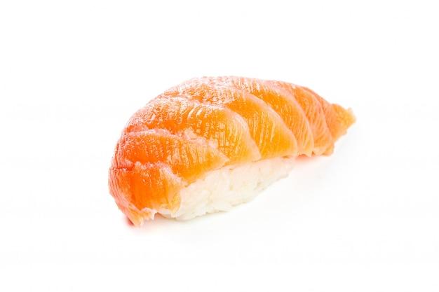 Sushi op wit worden geïsoleerd dat