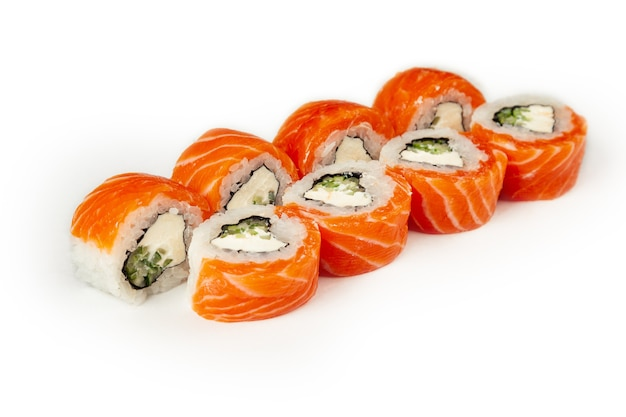 Sushi rolt geïsoleerd op wit