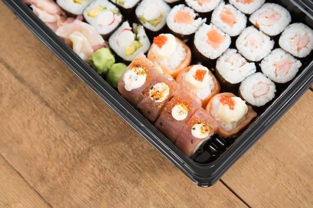 Sushi rolt met zalm