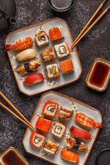 Sushi set: sushi en sushi rolt op plaat.