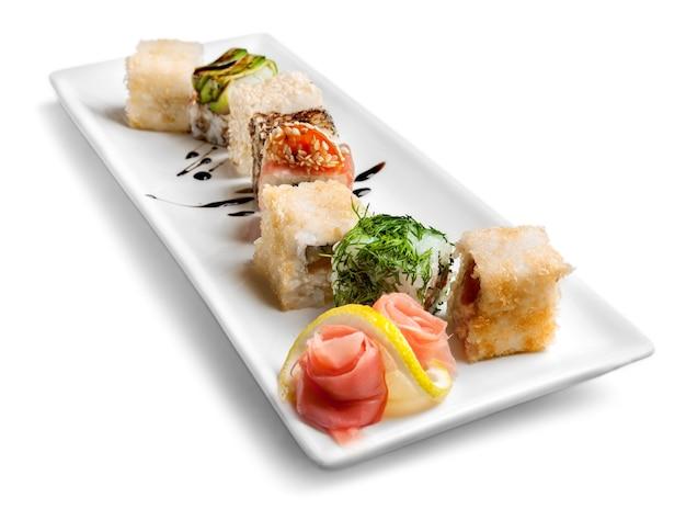 Sushi stukken collectie, geïsoleerd op een witte achtergrond