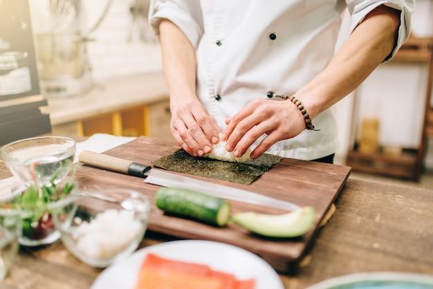 Sushi voorbereiding, traditioneel japans eten