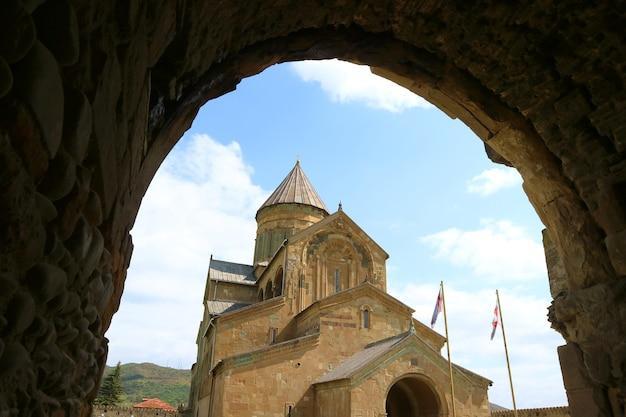 Svetitskhoveli-kathedraal of kathedraal van de levende pilaar in de stad mtskheta, georgië