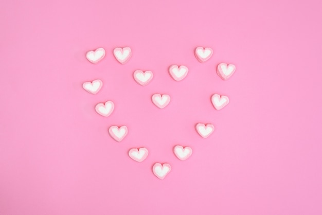 Sweet heart candy minimale stijl zoet hart snoepje op roze backg
