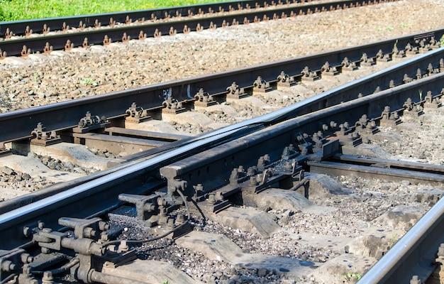 Swingnose spoorwegovergang bij een wissel van dichtbij