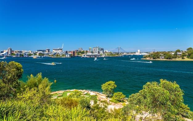Sydney harbour gezien vanaf barangaroo reserve park
