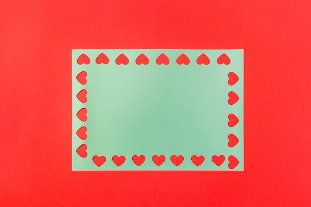 Symbolen van hart op blauw papier
