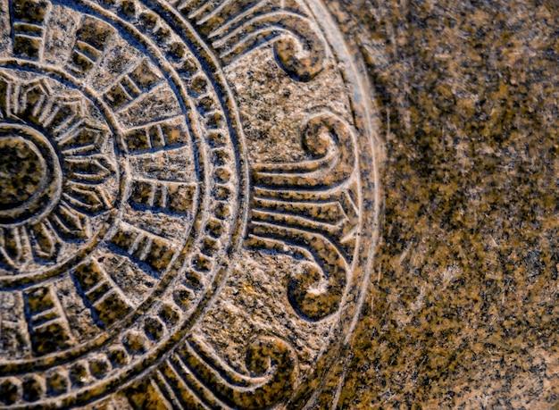 Symbolen van het boeddhisme. zuidoost-azië. details van boeddhistische tempel in thailand.