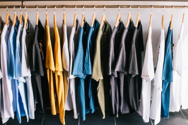 T-shirts in de winkel