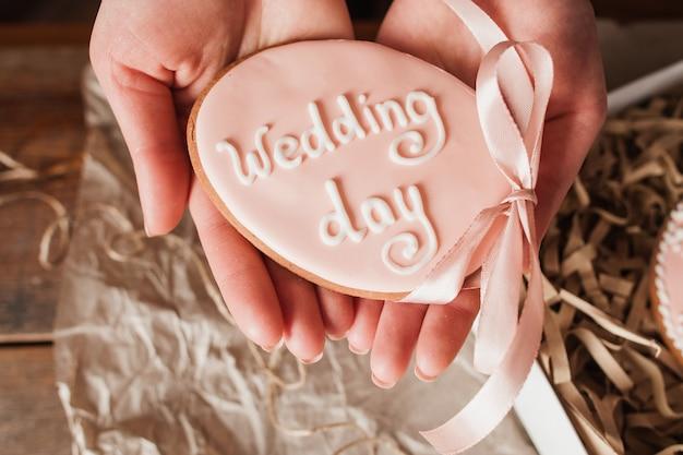 Taart met trouwdag woorden in handen