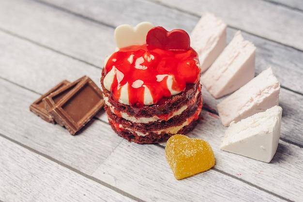Taart platen marmelade snoep close-up dessert houten achtergrond